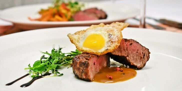 5chodové menu se dvěma druhy steaků, kachními prsíčky a pralinkou pro dva