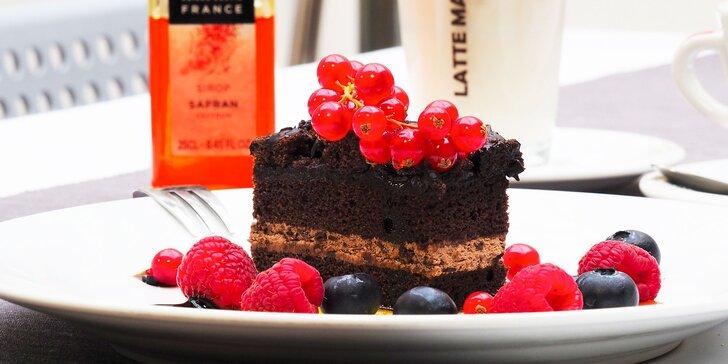 Espresso, lungo, ristretto nebo cappuccino a čokoládová kostka s ovocem