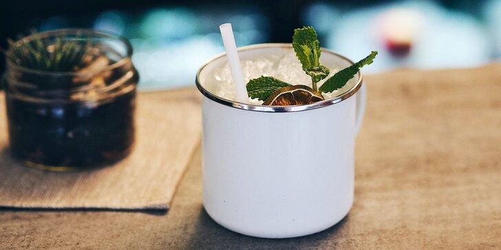 Koktejly s absinthem i klasické kousky: Mojito, Mannhattan i Cosmopolitan