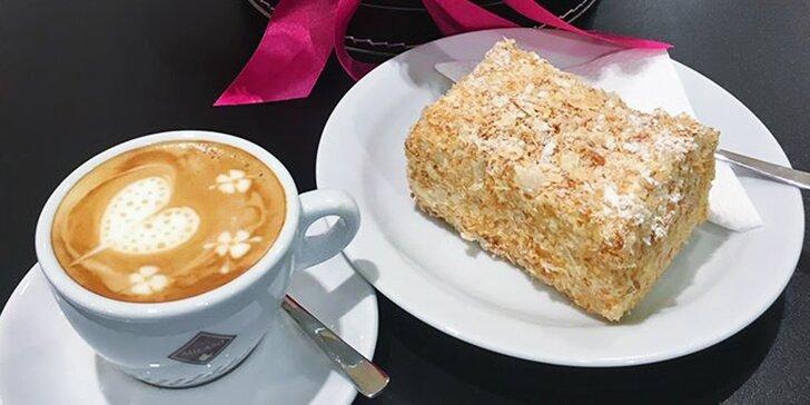 Potěšení v centru Prahy: káva nebo čaj a dort podle výběru pro 1 i 2 osoby
