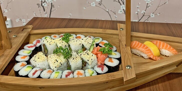 Výběr z 5 druhů sushi setů: 16–34 kousků s krevetami, avokádem i tuňákem