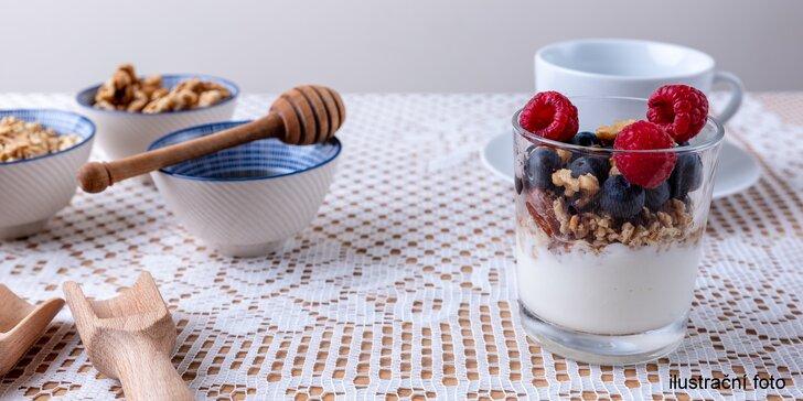 Sladké křupání: ručně dělané müsli s jogurtem a káva pro 1 i pro 2