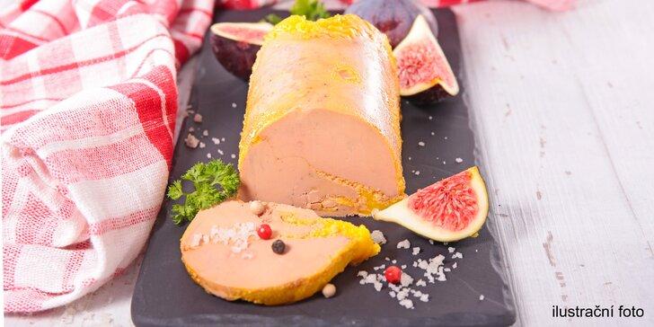 Luxusní delikatesa: Foie gras a láhev vína z Le Marche