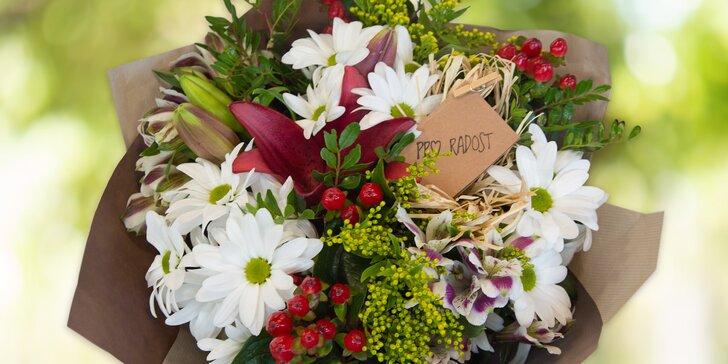 Vázané kytice s přáním dle výběru z květinářství Belle Rose