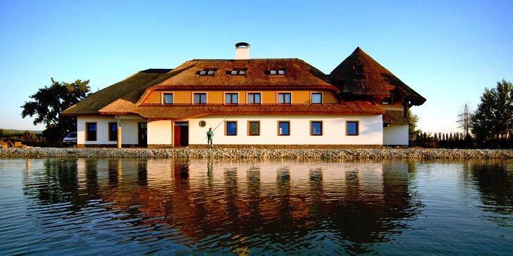Romantický pobyt v Piešťanech: penzion u jezera, polopenze i půjčení kol