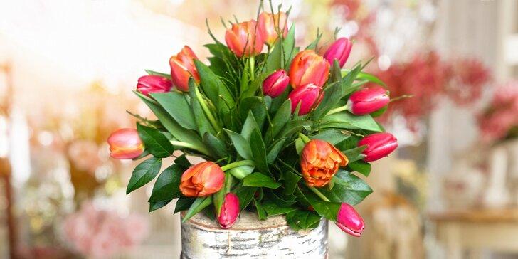 Nalaďte se na jaro: 7–25 tulipánů s okrasnou zelení z Květinového světa