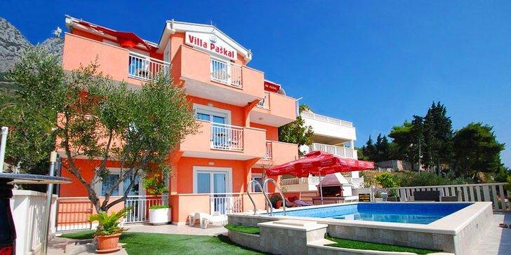 3* vila s bazénem na Makarské riviéře: 7 nocí včetně polopenze, hned u pláže