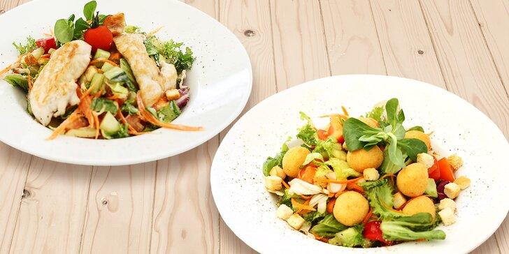 Vezměte to zlehka: míchané saláty s masem, nivou nebo mozzarellou