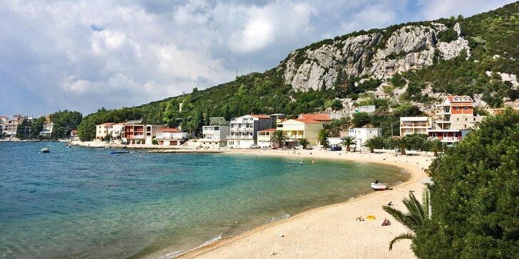 7 nocí v jižní Dalmácii: 3* hotel přímo na pláži, polopenze a dítě zdarma