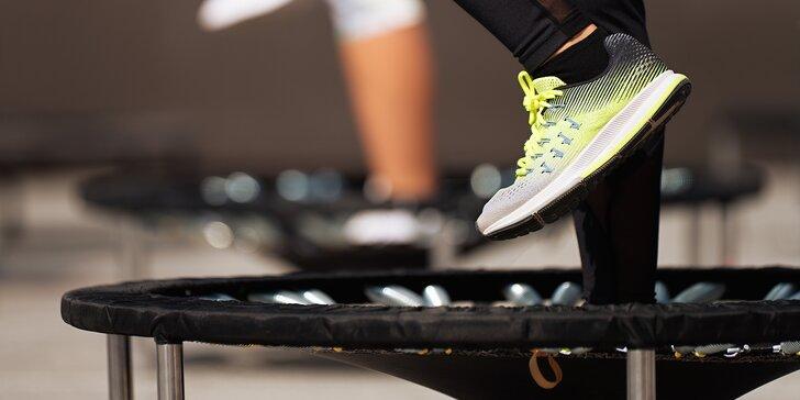 Zábavné cvičení pro posílení svalů: 1 nebo 3 lekce skákání na trampolínkách