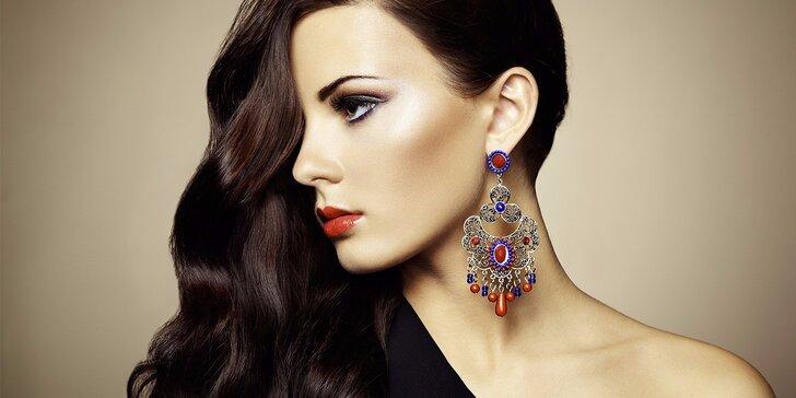 Svěží dámský střih s barvou i hydratační maskou pro všechny délky vlasů
