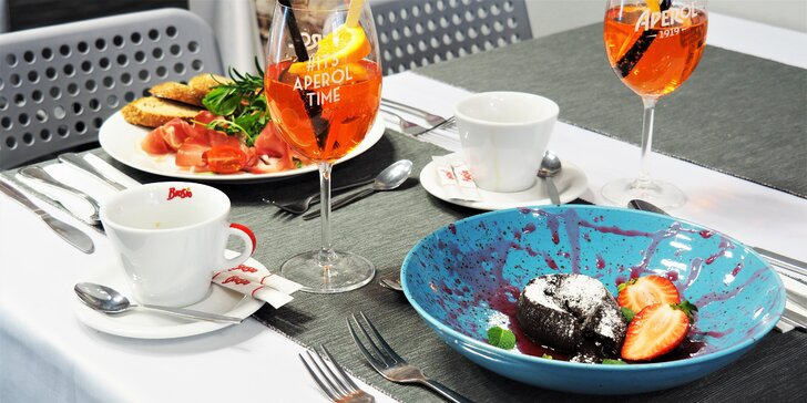 Pochutnejte si ve dvou: Aperol spritz, prosciutto, káva a zákusek s ovocem