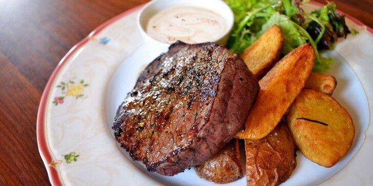 Jelení steak, losos či rumpsteak a dezert i víno kousek od Pražského hradu