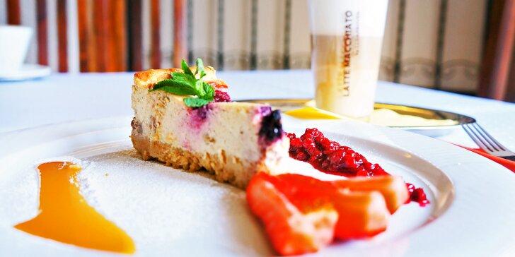Oslaďte si den: cheesecake nebo brownies a káva podle výběru