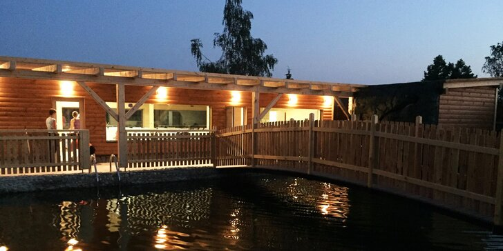 Chalupa poblíž Vranova až pro 14 osob: sauna, jezírko s vodopádem i vířivka