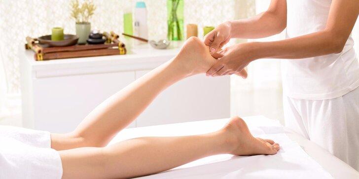 Regenerační masáž nohou s bylinným chladivým zábalem