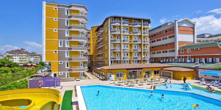 Letecky do Turecka: 7 nocí s all inclusive, hotel na pláži, bazén i tobogan