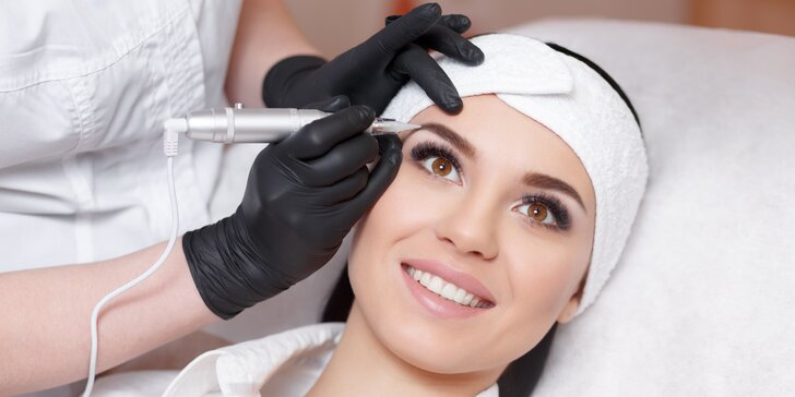 Permanentní make-up očních linek nebo obočí ve Studiu Visage