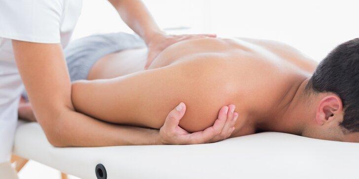 Breussova masáž páteře s použitím třezalkového oleje i se zábalem