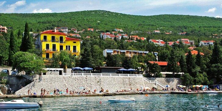 Autobusem do Chorvatska na 7 nocí jen 50-200 m od pláže včetně polopenze