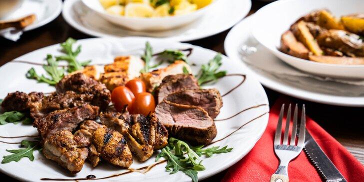 Tříchodové menu pro 2: šopský salát, grilované maso s brambory a dezert