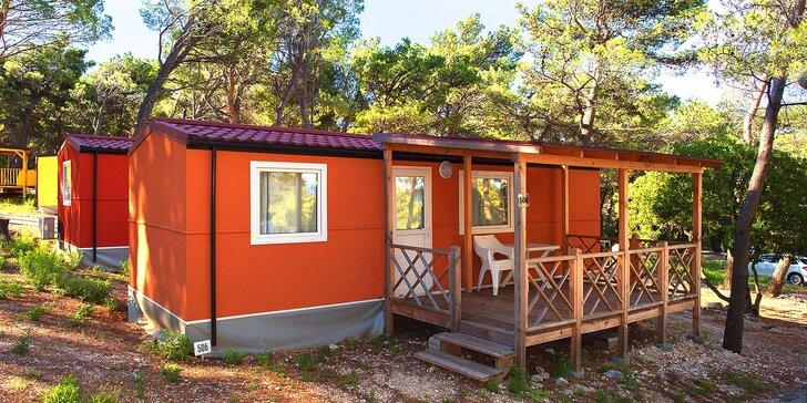Chorvatská Baška Voda: klimatizovaný mobilní dům v kempu až pro 6 osob