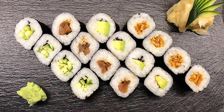 Organické sushi: 16 či 56 rolek s lososem, krevetami i avokádem a okurkou