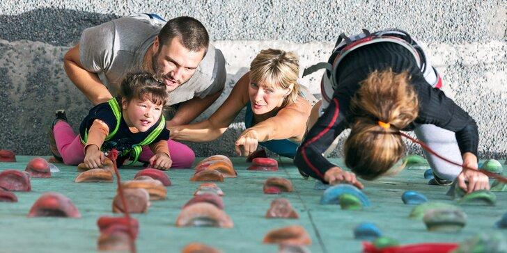 2 hod. či celý den ve výšinách: rodinný vstup na lezeckou stěnu vč. vybavení