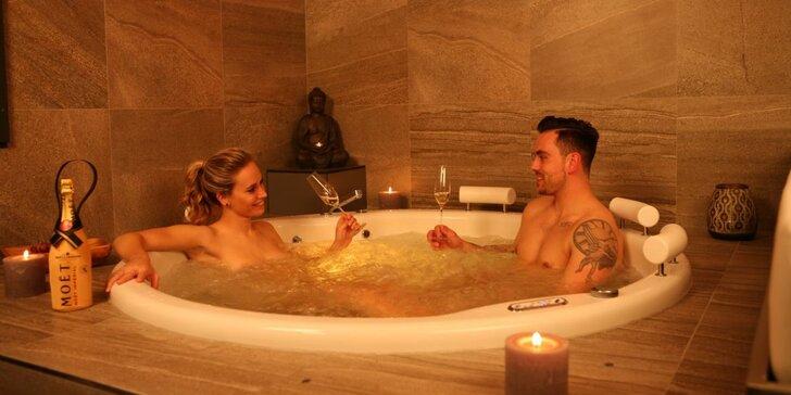 Báječný relax v bublinkách pro 2: privátní wellness s romantikou i sektem