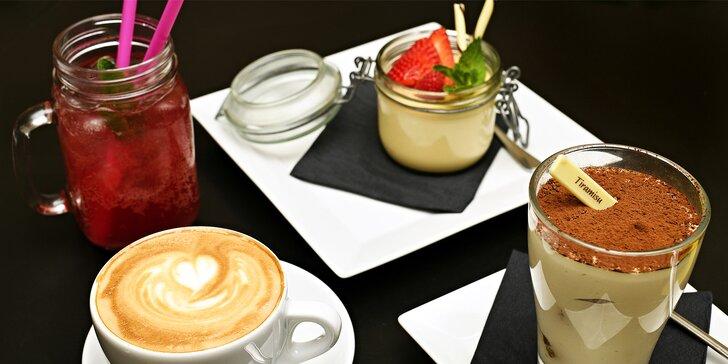 Dezert a nápoj pro 1 nebo pro 2 osoby v kavárně na Staroměstském náměstí