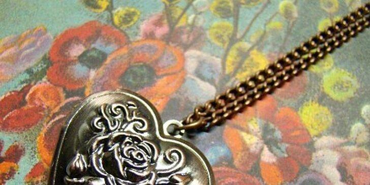 85 Kč za Con Le Rose - otevírací medailonek ve tvaru srdce s reliéfem růže