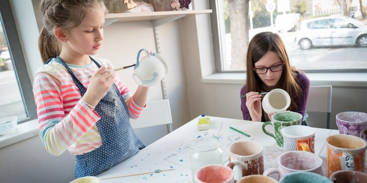 Malování hrníčku pro děti i dospělé: hrnky, glazurové barvy i vypálení v peci