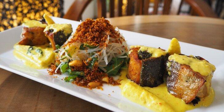Pochutnejte si na indonéské kuchyni: špízy, polévka, filety, dezert i nápoj