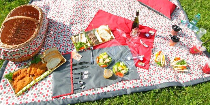 Piknik pod širým nebem: 5 variant občerstvení s masem, salátem i dezertem