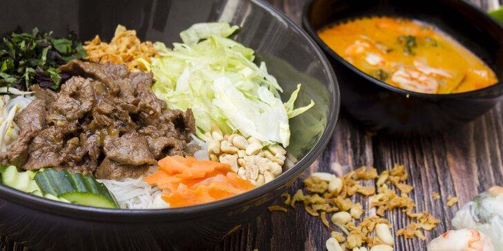 Vietnamské menu: smažené závitky, polévka pho i rýžové nudle s masem