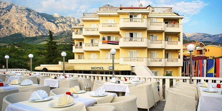 Pobyt v hotelu kousek od Makarské riviéry pro pár i rodinu: snídaně i bazén