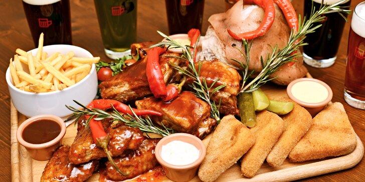 Masová hostina: klobásy nebo žebra, křídla a koleno a 6 piv nebo limonád