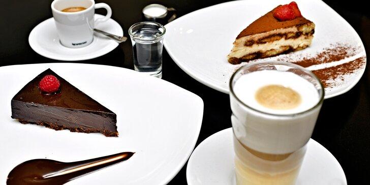Tiramisu, cheesecake nebo čokoládový dort a nápoj podle výběru