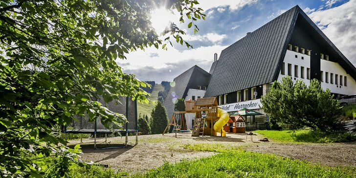 Pohodový pobyt v Harrachově: moderní hotel, relax, polopenze a spousta výletů