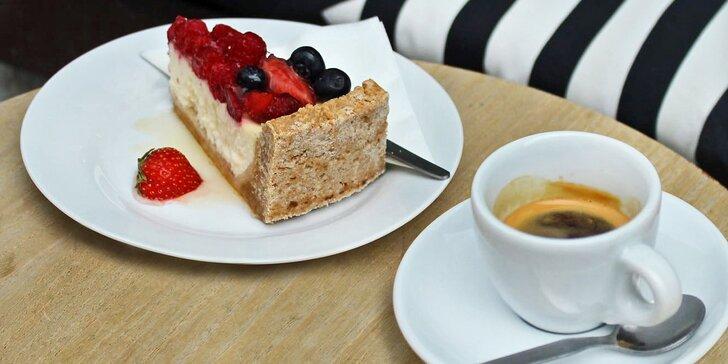 Káva a dort podle výběru v kavárně Mezičasy Café pro 1 i 2 osoby