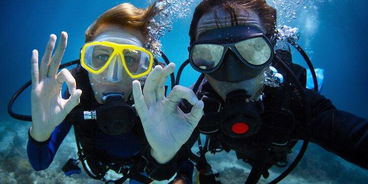 Potápěčem na zkoušku v lomu Velká Amerika za doprovodu instruktorů