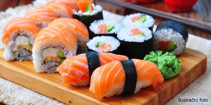 Smlsněte si na sushi: rolky s lososem, tuňákem i vege v setech 24–42 kusů