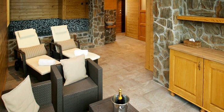 Privátní vířivka a sauna až pro 4 požitkáře včetně vína a občerstvení