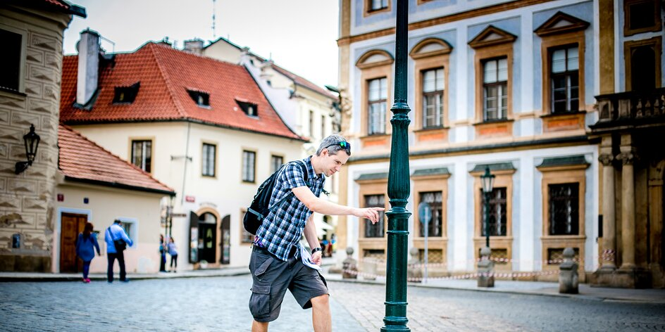 Odhalte Tajemství pražských lamp: udělejte dětem pápá, outdoor hra čeká