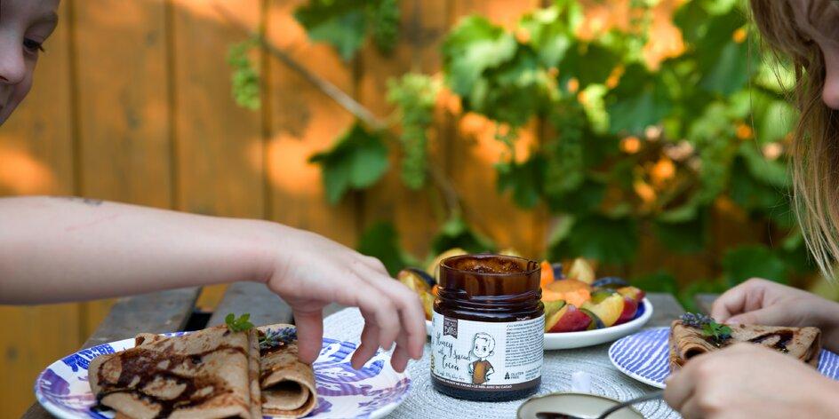 Vyzkoušeli jsme medové pomazánky s kakaem bez cukru a lepku. Jsou boží!