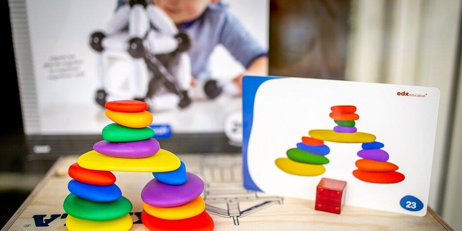 Jak rozvíjet děti hrou? Duhové kamínky doporučuje mama blogerka roku