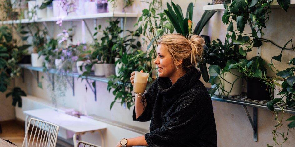 10 tipů na neobvyklé kavárny v Praze. Tady si kávu vychutnáte i se zážitkem!