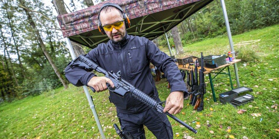 """""""Na střelnici zažijete neobyčejný respekt,"""" říká organizátor zážitkového střílení"""