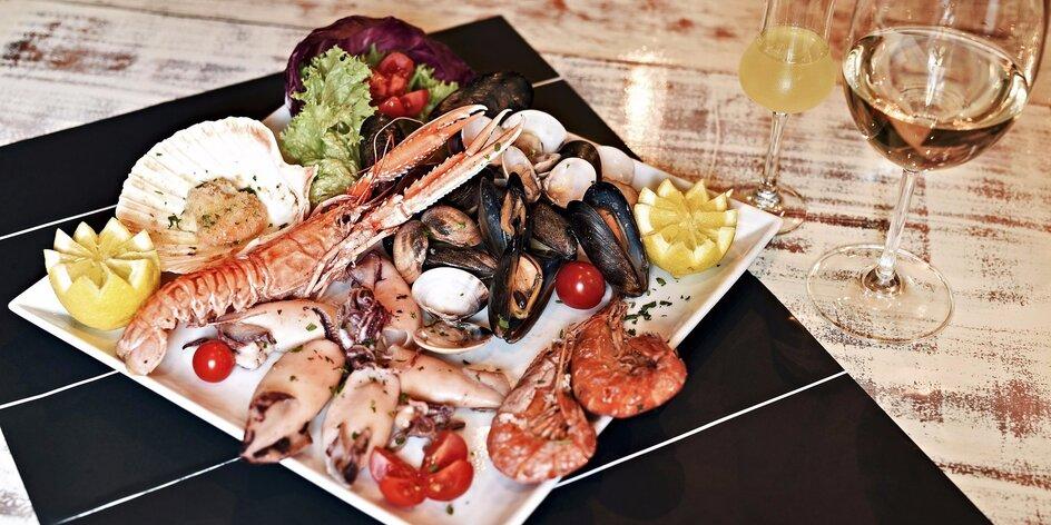 Kilo mořských plodů pro dva vč. sklenky i lahve vína
