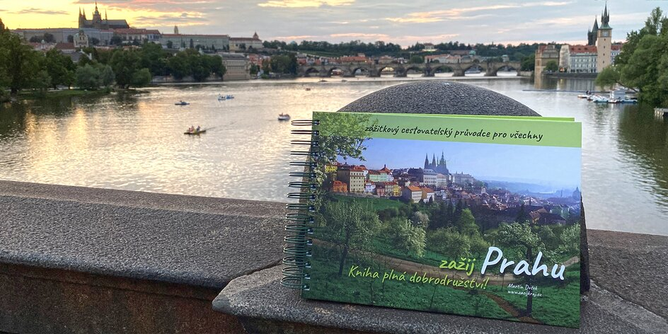 Kniha Zažij Prahu: cestovatelský deník s výzvami